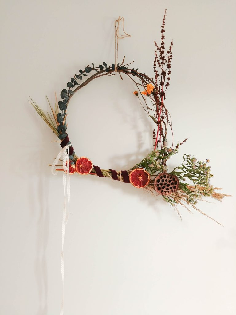 Diy dried flower fall wreaths on the cheap saltwater daughters today we are sharing how you can do the same with diy fall wreaths made from homemade dried flowers izmirmasajfo